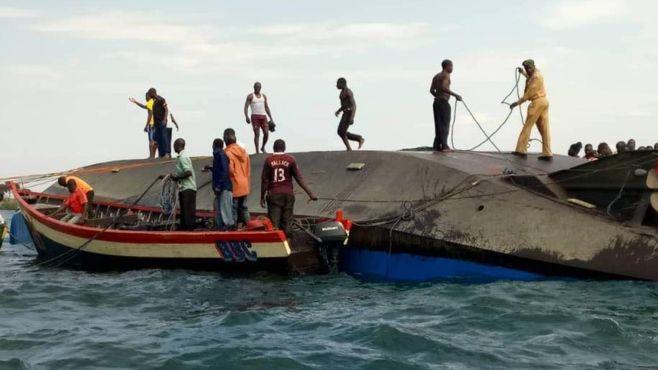 واژگونی قایق در تانزانیا با  مرگ دستکم ۴۴ نفر - 11