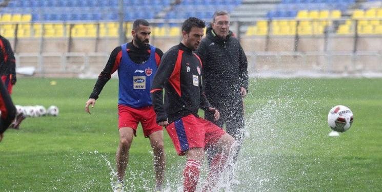 جلسه پرسپولیسیها با مدیرعامل و تمرین زیر بارش شدید باران