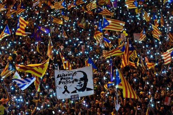 تظاهرات حامیان جدایی کاتالونیا به مادرید کشیده شد - 6