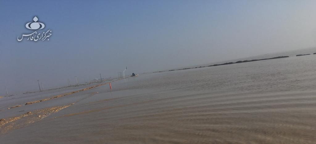 جاده ساحلی گناوه - بوشهر به علت آبگرفتگی مسدود شد - 1