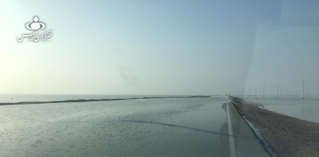 جاده ساحلی گناوه - بوشهر به علت آبگرفتگی مسدود شد - 4