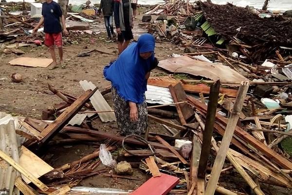 سونامی در اندونزی 62 کشته،  600  مجروح و 20  مفقود برجای گذاشت - 12
