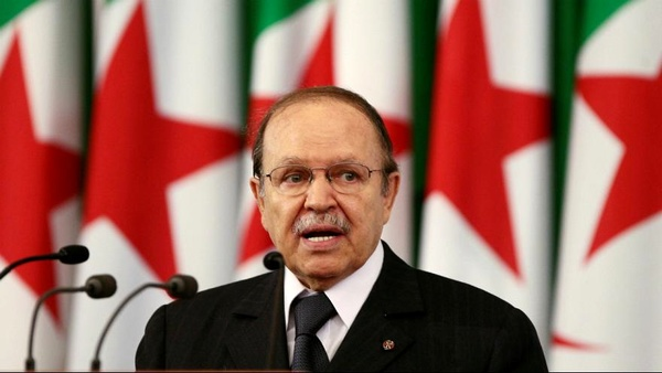 رئیسجمهوری الجزایر از قدرت کنارهگیری کرد - 1