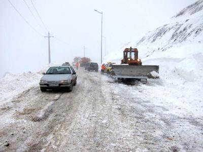 بارش برف در ۷ محور موصلاتی/ ترافیک نیمهسنگین درآزادراه تهران- کرج - 1