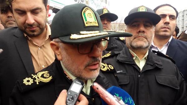 مسئولان نیروی انتظامی در راهپیمایی ٢٢ بهمن حاضر شدند - 2