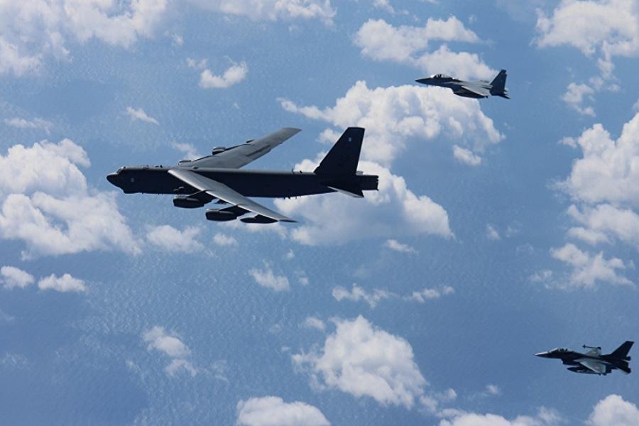 بمب افکنهای آمریکایی برفراز دریای جنوبی پرواز کردند