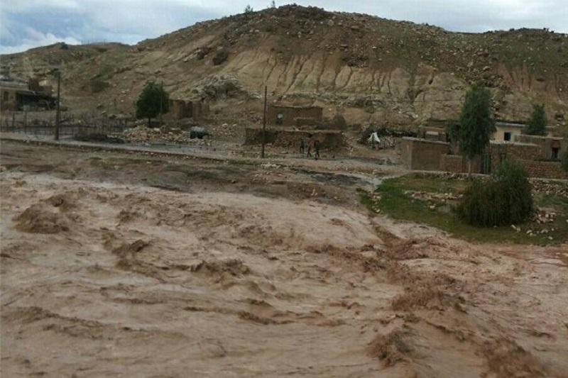 سیل پل ارتباطی روستای پران پرویز پلدختر را تخریب کرد