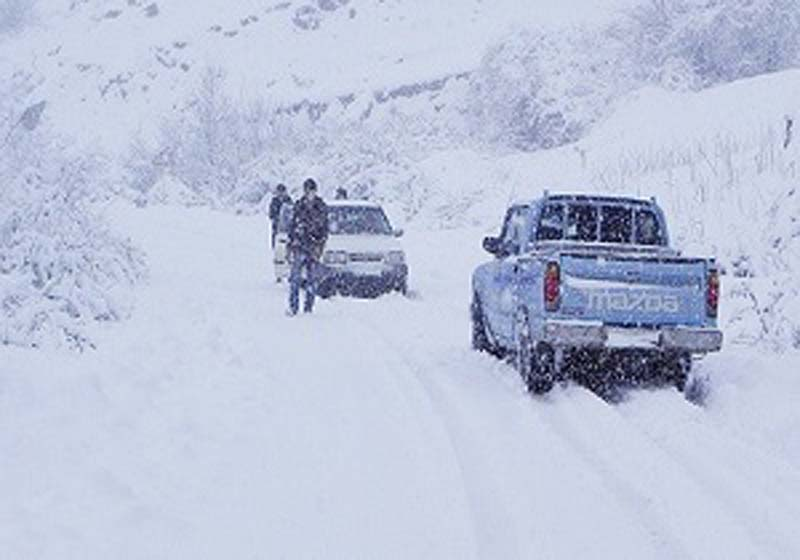 بارش سنگین برف جادههای روستایی بروجرد را مسدود کرد