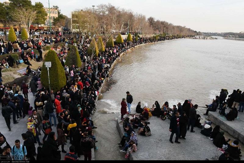 اکیپهای ویژه پلیس در حاشیه زاینده رود مستقر میشوند