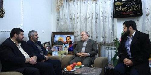 دیدار وزیر بهداشت با خانواده شهید مدافع حرم