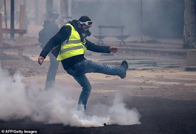 پاریس در تسخیر جلیقه زردها - 14