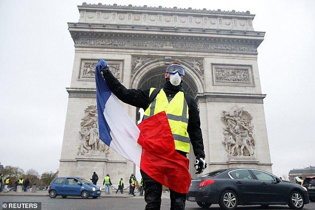 پاریس در تسخیر جلیقه زردها - 7