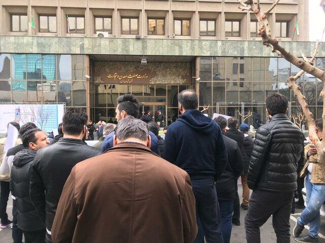 اعتراض مشتریان کرمانخودرو در مقابل وزارت صنعت - 11