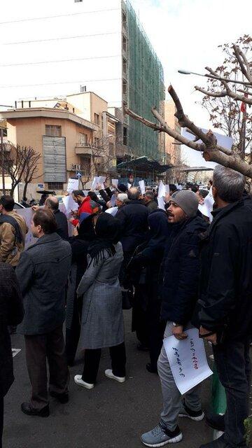 اعتراض مشتریان کرمانخودرو در مقابل وزارت صنعت - 12
