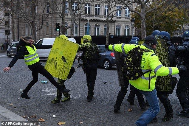 پاریس در تسخیر جلیقه زردها - 13