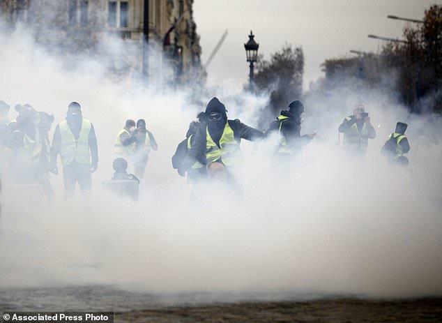 پاریس در تسخیر جلیقه زردها - 17