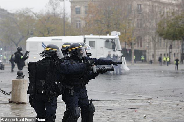 پاریس در تسخیر جلیقه زردها - 16