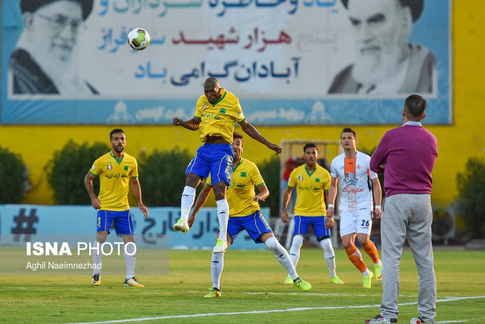 یک چهارم نهایی جام حذفی- دیدار تیمهای فوتبال صنعت نفت آبادان و سایپا - 4