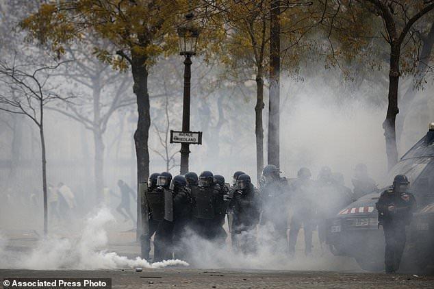 پاریس در تسخیر جلیقه زردها - 2