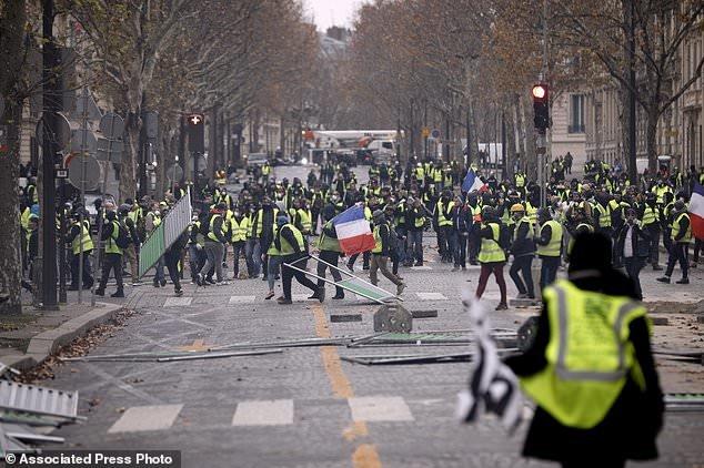 پاریس در تسخیر جلیقه زردها - 15