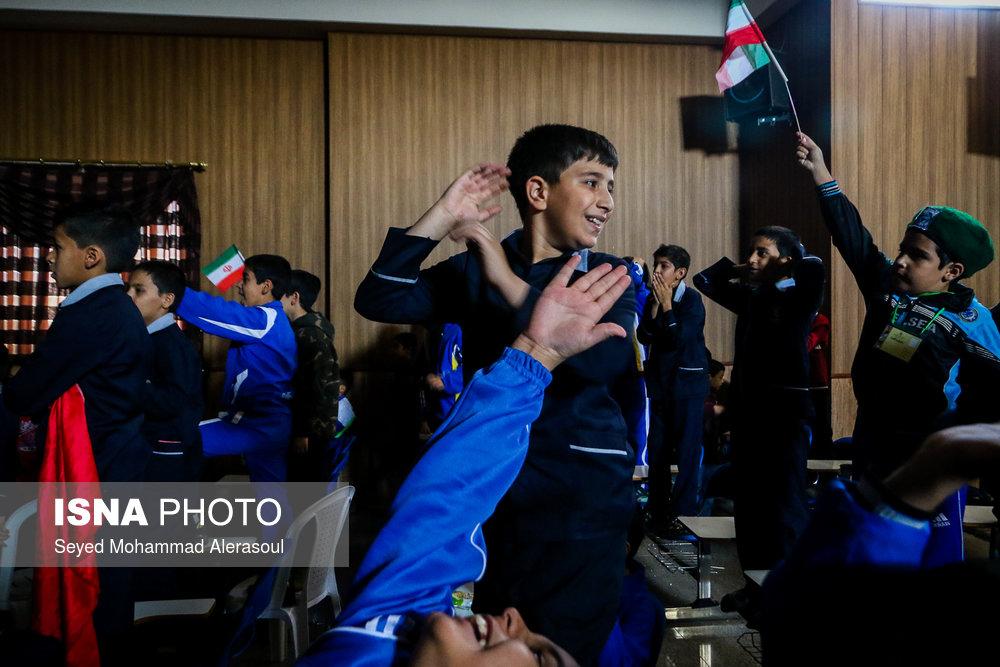 تماشای بازی پرسپولیس و کاشیما آنتلرز ژاپن در مدارس مشهد - 7
