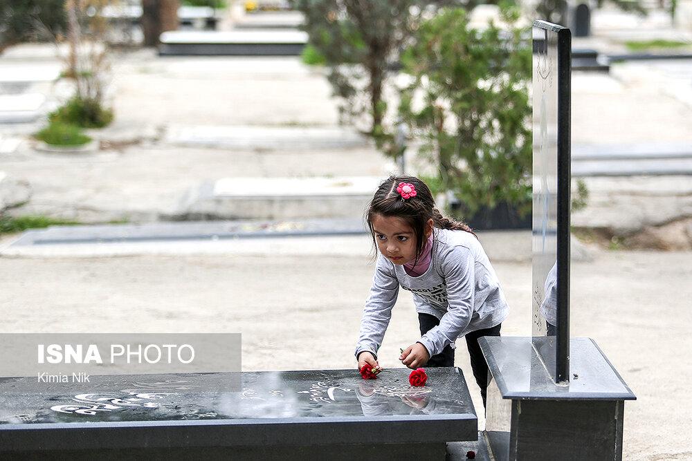 آخرین پنجشنبه سال در بهشت زهرا - 11