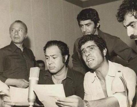 تصویر قدیمی حسین عرفانی و بهروز وثوقی در حال دوبله «گوزنها» - 2