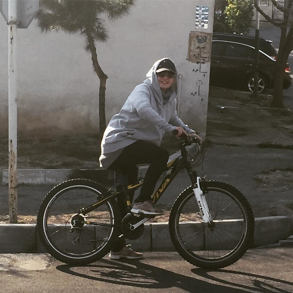 عکس | دوچرخه سواری مهناز افشار در هوای عالی تهران - 3