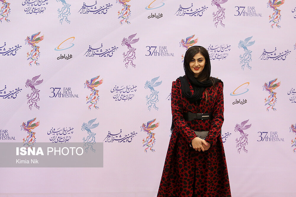 تصاویر | بازیگران سینما روی فرش قرمز جشنواره فجر - 7
