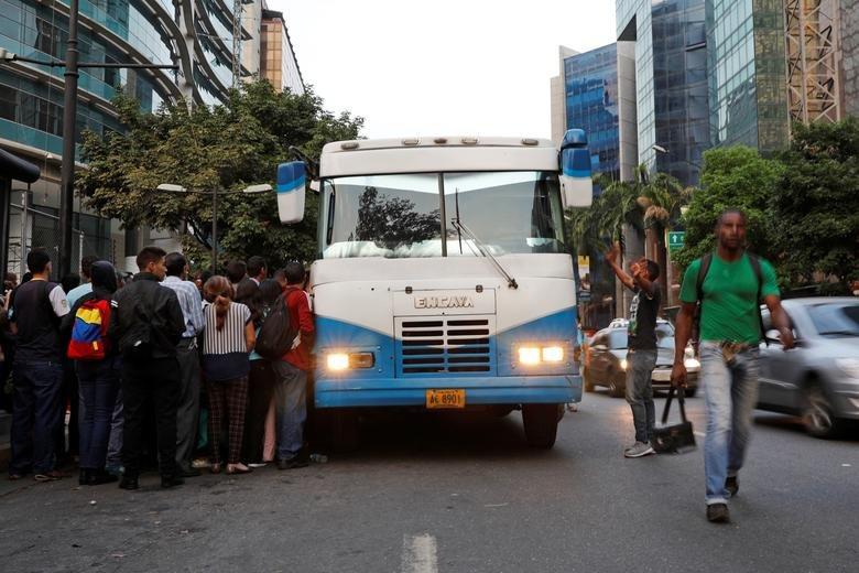تداوم بحران در ونزوئلا/ مردم پول ملی را از مبادلات خود کنار گذاشتند - 4