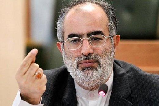 حسام الدین آشنا خطاب به کیهان: چرا کلمات را آنقدر شکنجه میکنید، تا از آنها اعتراف بگیرید؟!