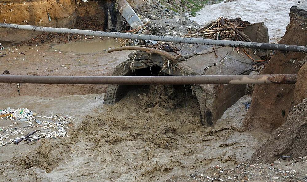 شکستن پل قدیمی بر اثر طغیان رودخانه کن/ عکس - 25