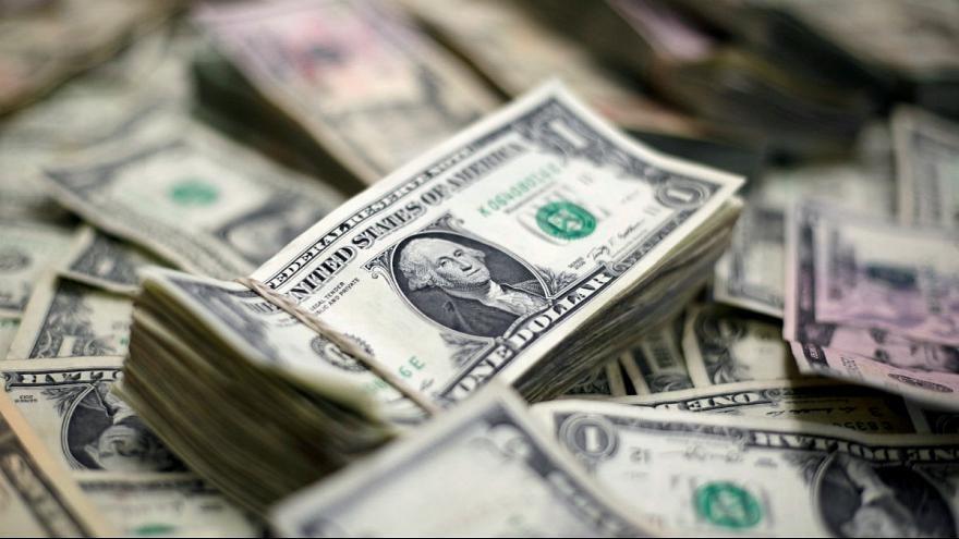 دلار ترکید، تلاش شبانه مردم برای فروش ارز خانگی - 3