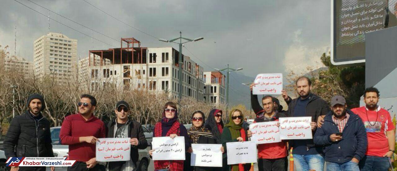 عکس| تجمع هواداران پرسپولیس مقابل وزارت ورزش - 2