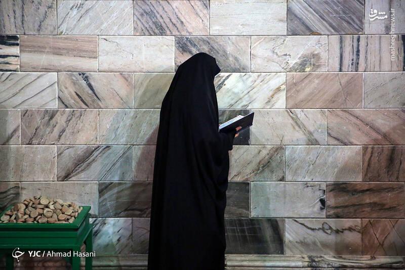 عکس/ شب شهادت حضرت زهرا (س) در حرم مطهر رضوی - 15