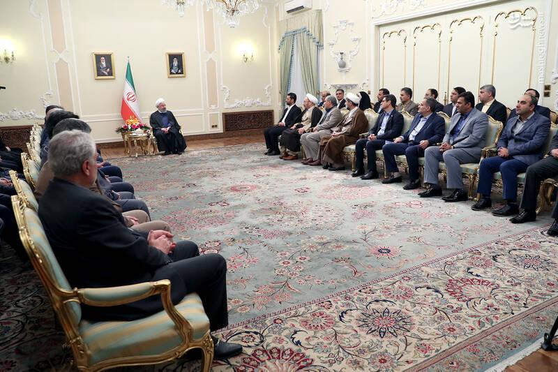 عکس/ دیدار نوروزی جمعی از وزرا با روحانی - 16