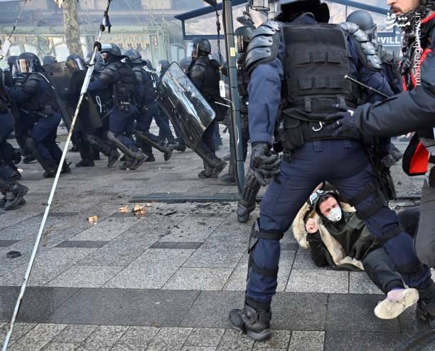 عکس/ حمله پلیس فرانسه به یک زن - 5