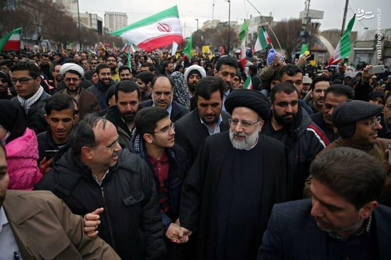 عکس/ حضور رئیسی در راهپیمایی ۲۲ بهمن - 1