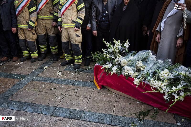 عکس/ تشییع پیکر آتشنشان شهید - 11