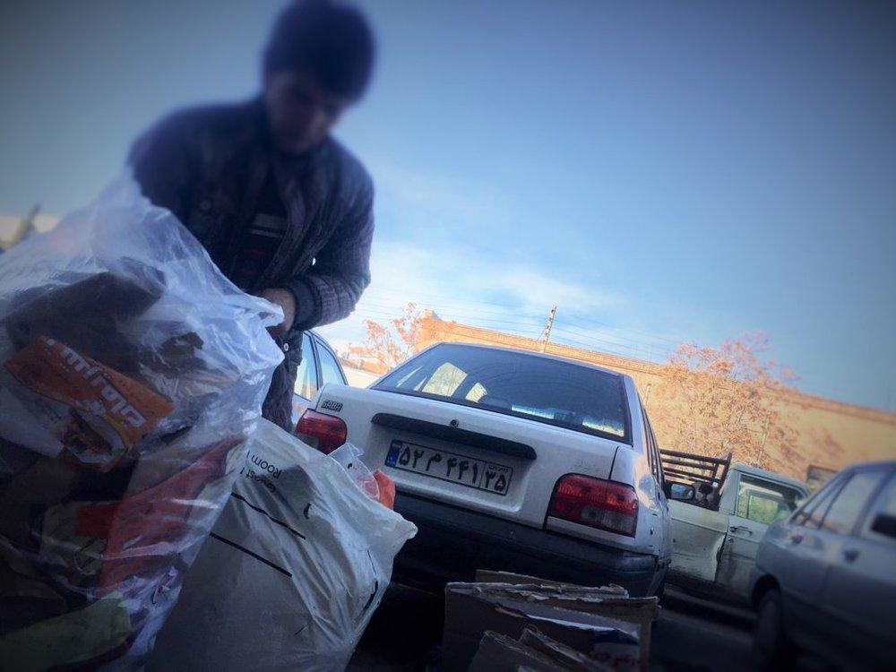 با احتیاط آشغال بریزید زبالهگردها مشغول کارند - 10