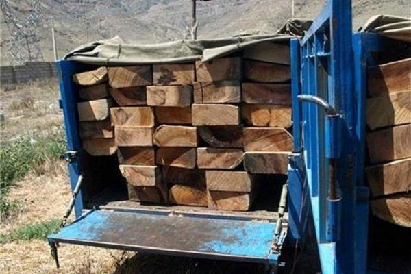 ۲ خودرو حامل چوب جنگلی قاچاق در چهارمحال و بختیاری توقیف شد
