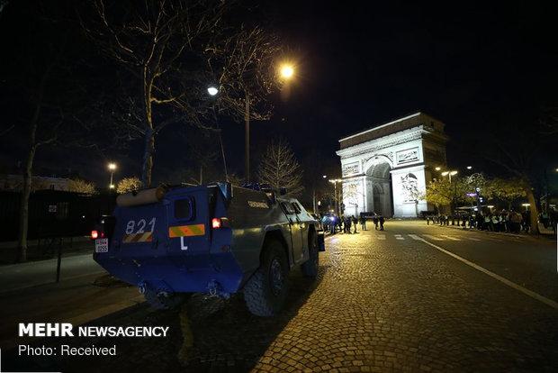 حکومت نظامی در پاریس - 32