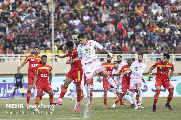 دیدار تیمهای فوتبال فولاد خوزستان و پرسپولیس تهران - 85