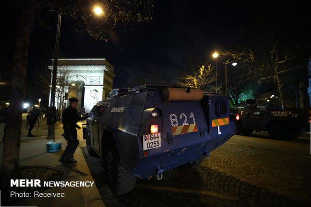 حکومت نظامی در پاریس - 36