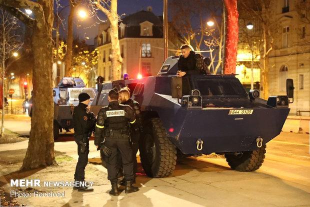حکومت نظامی در پاریس - 12