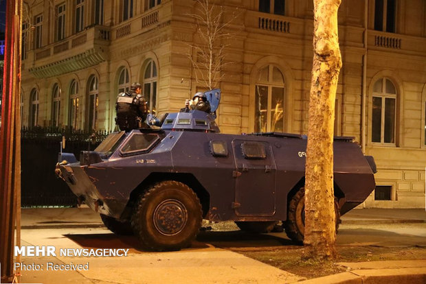 حکومت نظامی در پاریس - 16