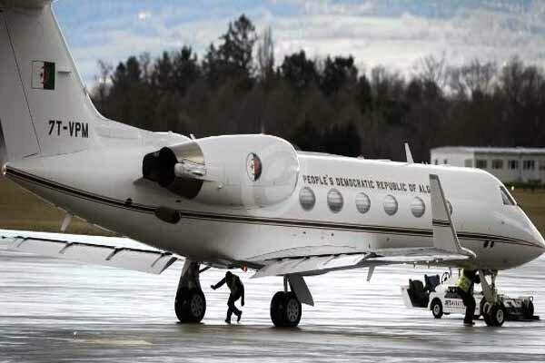 هواپیمای حامل بوتفلیقه در فرودگاه «بوفاریک» الجزایر بر زمین نشست