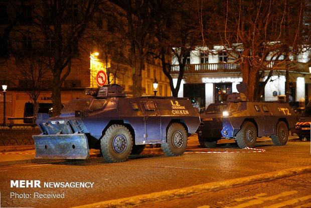 حکومت نظامی در پاریس - 4