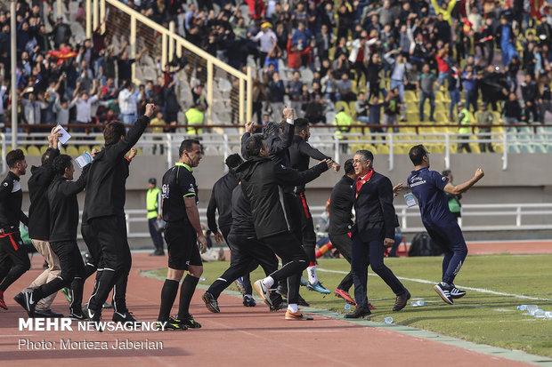 دیدار تیمهای فوتبال فولاد خوزستان و پرسپولیس تهران - 34