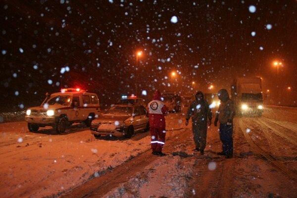 بارش ۶۰ سانتی متری برف در ارتفاعات گلستان قطار گرگان- تهران را متوقف کرد - 28